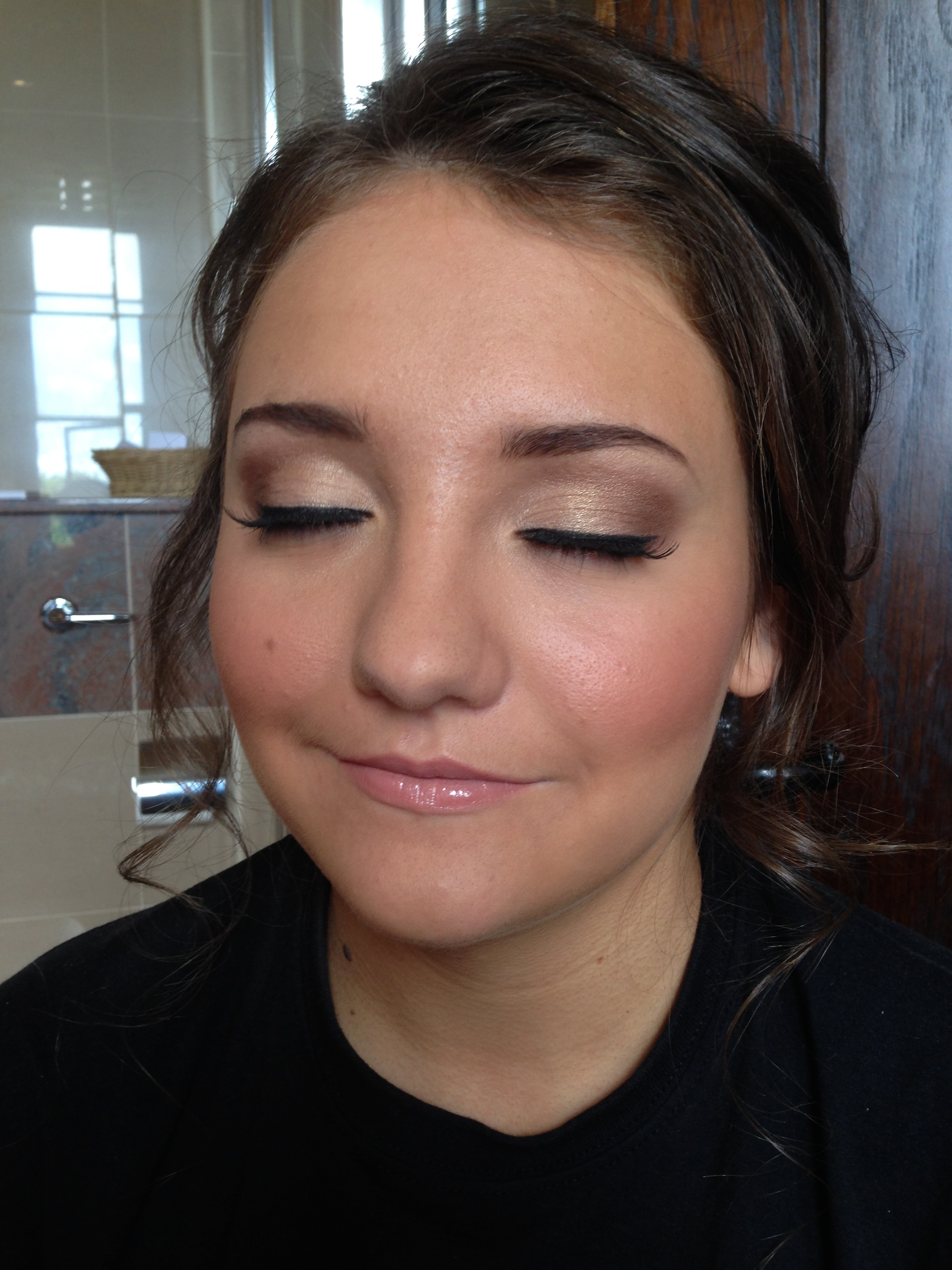 Teen bridesmaid soft smokey eye makeup